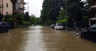 Viale Fusinieri, a Vicenza, allagato per le piogge...