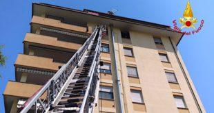 Il condominio di Arzignano dove si è sviluppato l'incendio
