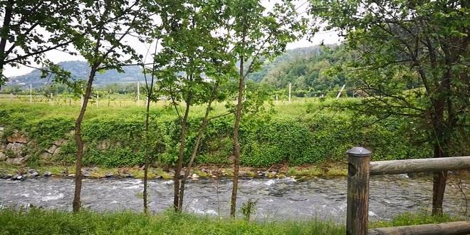 Il luogo dove dovrebbe sorgere il nuovo ponte sul fiume Chiampo, per il passaggio della Bretella
