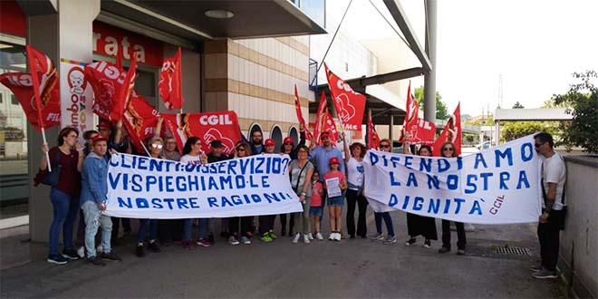 La protesta dei dipendenti di Grancasa di Vicenza, domenica scorsa...