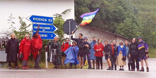La marcia Restiamo Umani, ieri, 22 giugno, da Rovereto all'Altovicentino