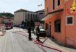 Incendio in una casa. Passanti danno l'allarme