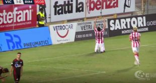 La gioia di Saraniti dopo il secondo gol del Vicenza (screenshot da Eleven sports)