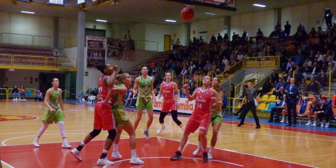 Basket, disco rosso per il Famila sconfitto da Ragusa