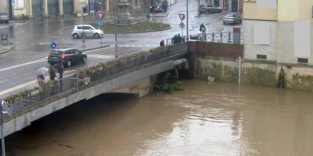 Il Bacchiglione a Ponte degli Angeli, a Vicenza, alle 12 di oggi (webcam bacchiglione.it)