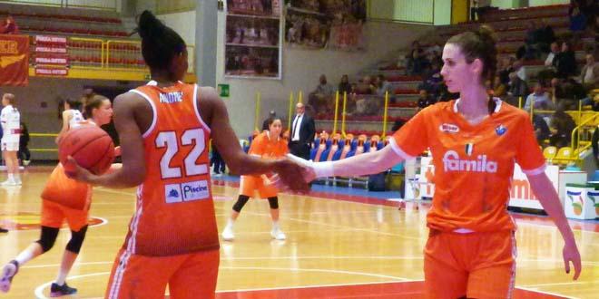 Eva Lisec, a destra nella foto, con Olbis Futo Andrè, di spalle