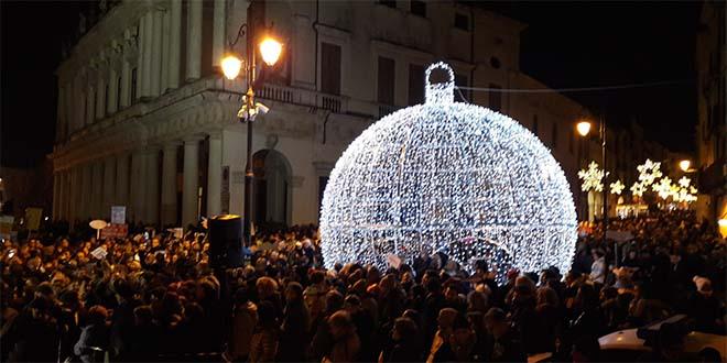 Migliaia di Sardine in piazza a Vicenza