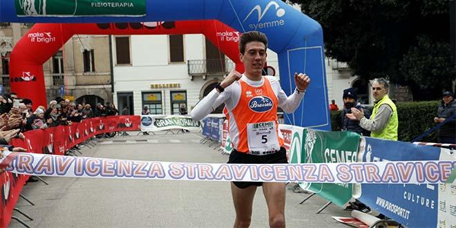 L'arrivo vittorioso di Stefano Furlani (Foto di Silvano Saccardo)
