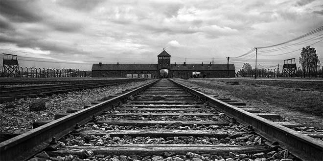 L'entrata del campo di sterminio di Auschwitz