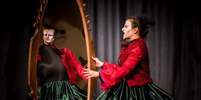 Alessandra Niero interpreta Grimilde (Foto di Luigi De Frenza)