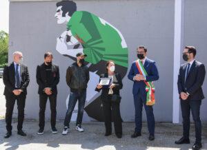 """murales dedicato al """"portierone"""" biancorosso Ernesto Galli (1)"""