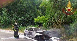 Velo d'Astico incendio di un auto