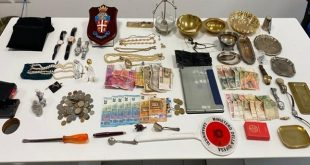 Carabinieri: in stato di arresto 4 rumeni per furto