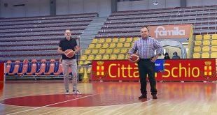 """Schio: pavimento """"tirato a nuovo"""" per le atlete del famila Basket al Pala Romere"""