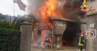 Montebello: incendio di una casa di contrada