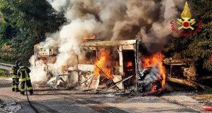 Vestenanova: incendio di un bus adibito a trasporto studenti
